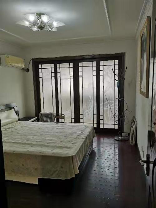 灌云中心位置新村,吉房出售,价格美丽,生活便利。