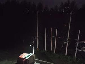 阜新市太平区孙家湾街道米家小区的大型货运车辆乱停乱放问题