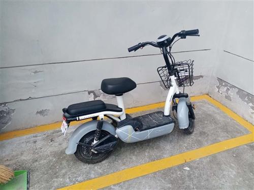 低价出售爱玛电动车自行车一辆,九成新,刚换的原装新电池,能骑30公里,一口价850元,需要的联系