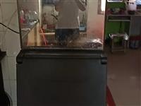 制冰机产冰量150Kg。平冷(冷藏)。各一台,价格面议。桌椅5套。