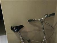 折叠自行车,不锈钢材质,大人小孩都可以骑,八成新