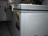 9.9新冰柜。我**够买用不到一年因转行用不到所以低售出。效果很好又冻又省电   长2.1米左右宽7...