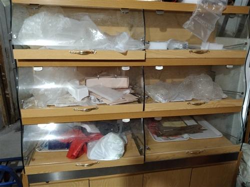 有一批二手蛋糕展柜,太阳能,冰柜,蒸柜,蛋糕设备等转让。13117652677