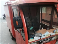 全封閉式電動三輪車,電池耐用,五塊52電池,朝陽輪胎(才換的沒幾個月)內飾還湊合,有電動雨刷,風扇和...