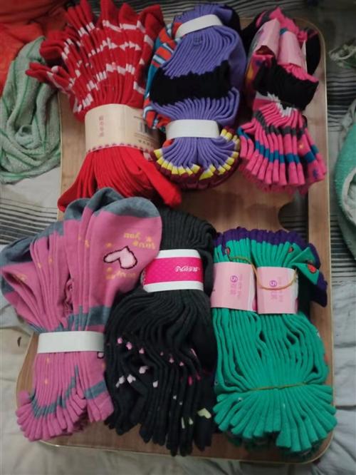 **,袜子(厚),塑身裤,针织衫,棉裤,t恤,全都是15元一件