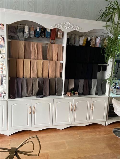 木工手工 喷漆柜子 质量够硬 9成新 可卖内衣 袜子  也可打隔板 放美容产品