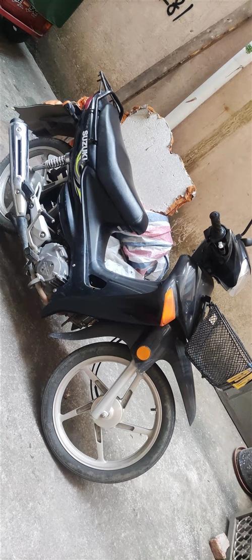 本人有一辆铃木二手摩托车出售1000元