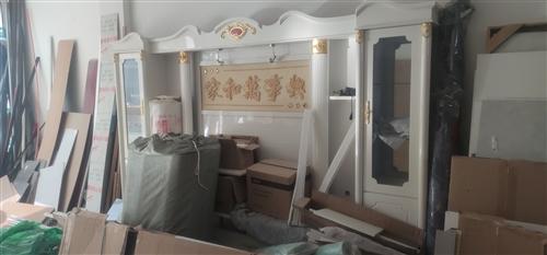 本人有一批顶账家具,低价出售,一套欧式沙发,鞋柜5个,床一张。1.2米床头5个,电视柜一套,餐桌一套...