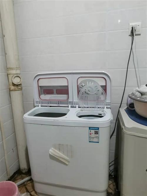 双筒洗衣机,低价出售,刚使用一年,地点在临泉泉河医院附近,还有一个1.5米的床,有需要联系哦